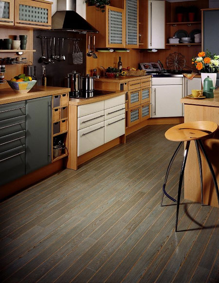 Kitchens flooring idea w692e bleached oak by amtico for Vinyl floor ideas for kitchen